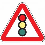 """дорожный знак 1.8 """"Светофорное регулирование"""""""